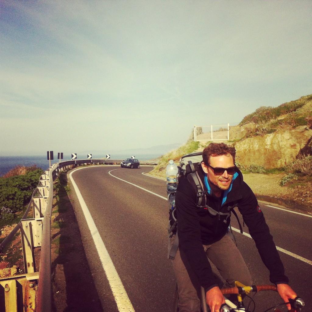 Person auf Rennrad auf Sardinien Italien